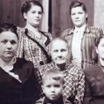 3  55г ВЕРХ-Мама и т.Валя(Крёстная) НИЗ-т.Маруся прабабушка КАТЯ б.Женя и Я